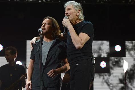 comfortably numb eddie vedder eddie vedder roger waters perform comfortably numb at