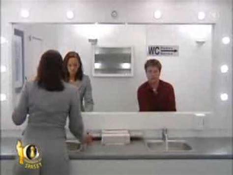 scherzi in bagno scherzo incredibile in bagno occhio allo specchio doovi