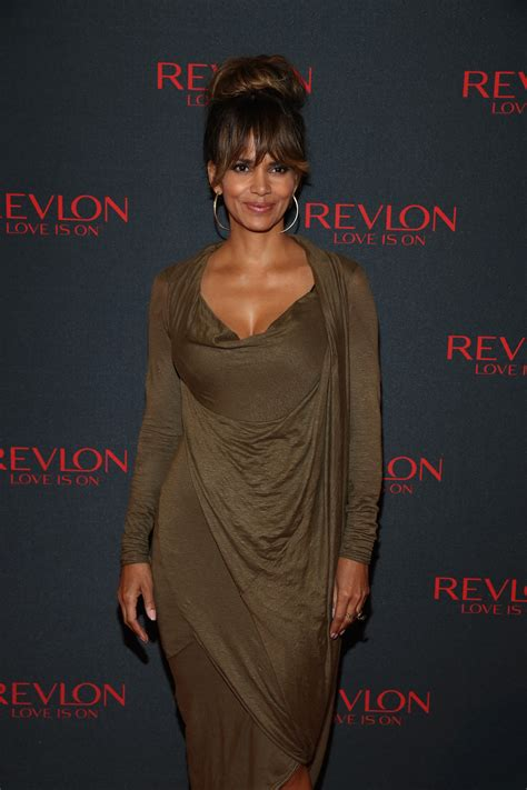 Halle Berry New Hairstyle by Halle Berry S New Haircut Is Coolest Look Since That