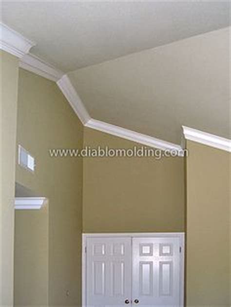 How To Put Crown Molding On Vaulted Ceiling by Crown Moulding Installed On A Vaulted Ceiling Pour La