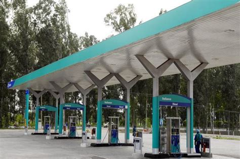 Electric Car Charging Station Mumbai Reliance May Set Up Lng Retail Outlets Charging Points