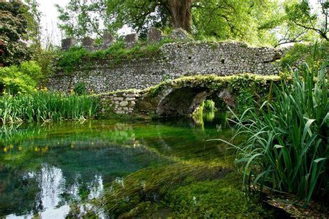 giardini di ninfa giardino di ninfa tra natura e rovine il tuo posto nel