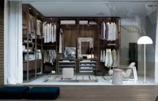 Closet shown below as well as the layout featured in the interior shot