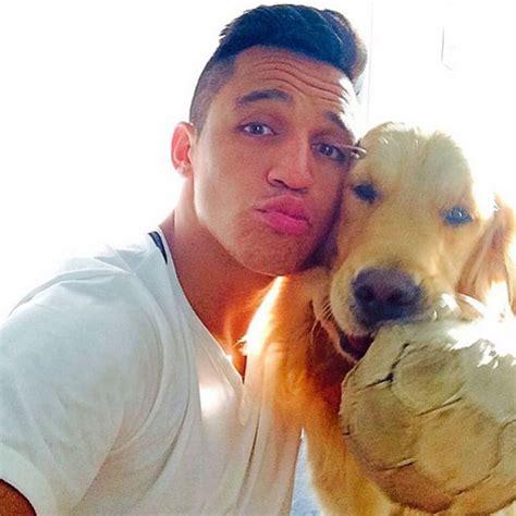 alexis sanchez y sus perros alexis s 225 nchez comparte su pasi 243 n con su perro as chile