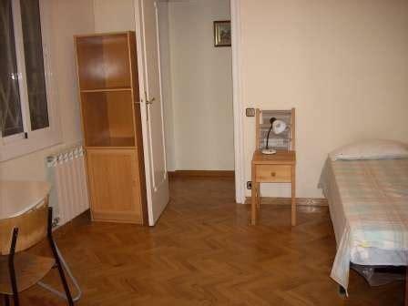 pisos de estudiantes barcelona habitaci 243 n en piso compartido para estudiantes en