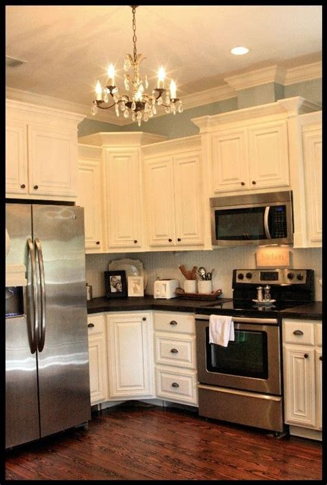 crown molding for kitchen cabinet tops best 25 crown molding kitchen ideas on pinterest cabinet moulding update kitchen cabinets