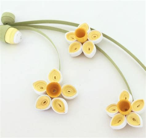 How To Make Paper Buds - quilled paper daffodils and buds allfreepapercrafts