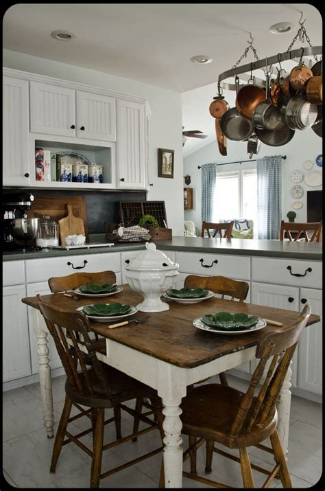 beautiful cottage kitchens best 25 painted cottage ideas that you will like on