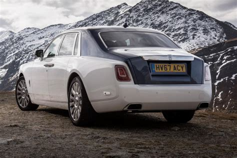 rolls royce phantom rear 2017 rolls royce phantom pictures auto express