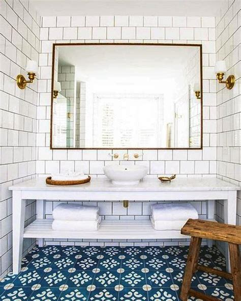 Blue And White Bathroom Decorating Ideas by Decorating Bathroom With Blue And White
