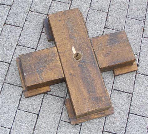 Gestell Zum Holz Sã by Gro 223 Er Weihnachtsbaumst 196 Nder Sonnenschirm St 228 Nder