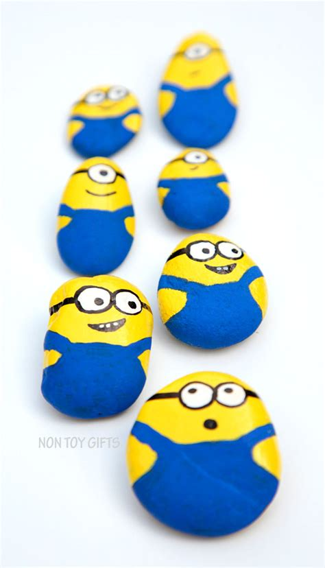 Halloween Toddler Craft - painted minion stones fun family crafts