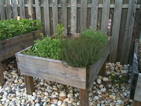 Raised Garden Bed   on Legs!: 3 Steps