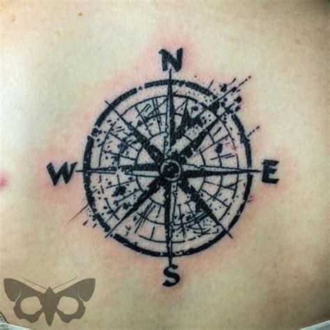 compass tattoo polka trash tatouages de roses rose des vents and les roses des vents