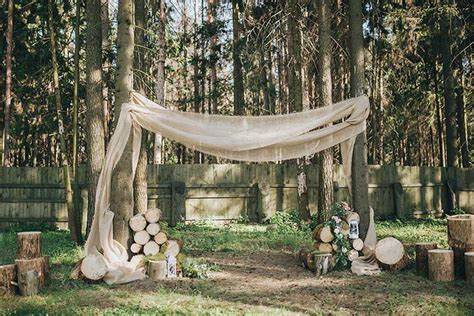 Wedding Arch Ideas With Burlap by 11 Outstanding Ideas For Wedding Decorations With Burlap