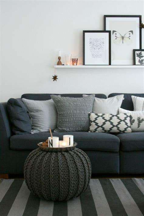 Kaufen Wohnzimmer by Dunkelblaue Mit Vielen Kissen In Graut 246 Nen Grauer