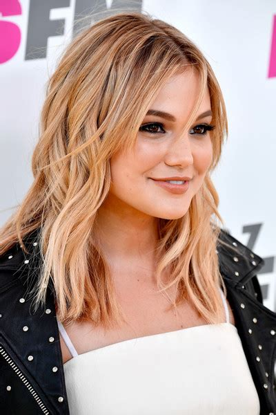 Snub Hub Com Lisa Rena Hairstyles | olivia holt medium wavy cut with bangs shoulder length
