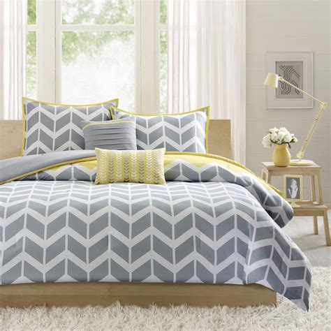 Yellow And Gray Bedroom Curtains | gray and yellow bedroom theme decorating tips