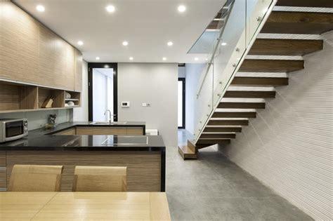Minimal Interior Design by Planos De Casa Peque 241 A Y Angosta Construye Hogar