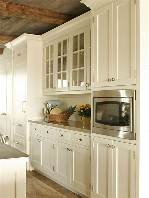 pictures of kitchens with cream cabinets cream kitchen cabinets country kitchen shelter