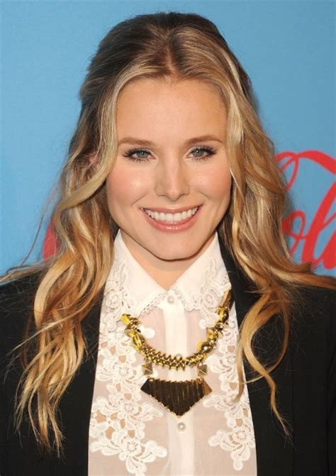 how to part hair in the middle to plait hair kristen bell middle part long wavy hairstyle short