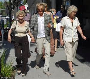 Mam Niple Uk X rod stewart plays doting with aiden as he