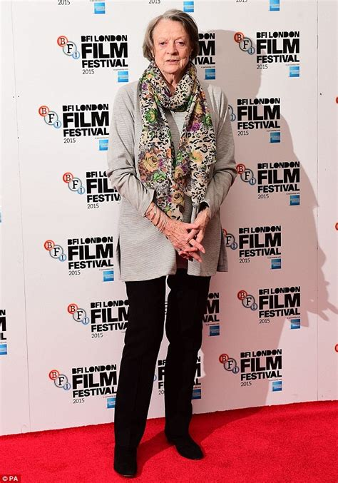 maggie smith makes a rare red carpet appearance picture downton abbey s maggie smith at photocall for new movie
