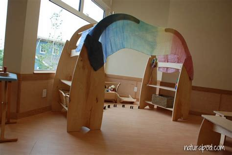 play stand  arch natural pod