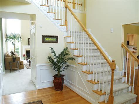 Wainscoting Foyer by 33 Gorgeous Foyers With Wainscoting