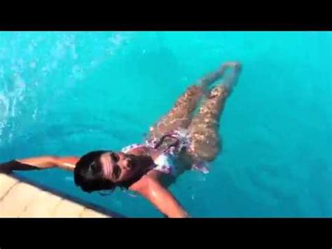 easy exercise at the pool for great abs and small waist