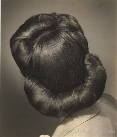 good hair bun in your 40s 1940 s hairstyles