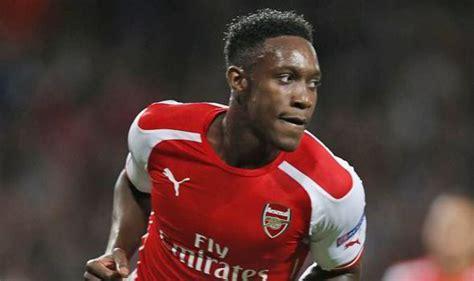 arsenal team news danny welbeck scores penalty as arsenal gunners striker welbeck laughs off lvg critcism football