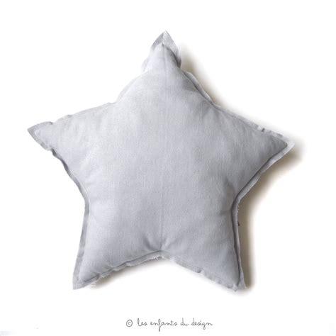 coussin gris coussin etoile gris argent num 233 ro 74 pour chambre enfant les enfants du design