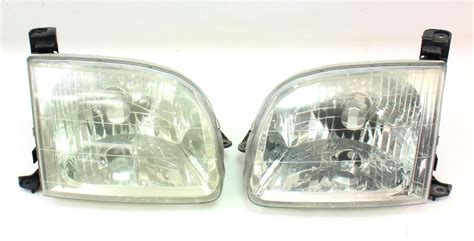 headlight lamp pair   toyota tundra genuine