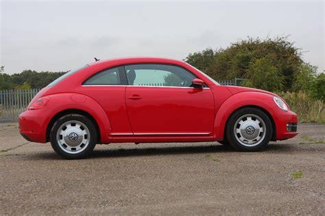 reviews on volkswagen beetle volkswagen beetle hatchback review 2012 parkers
