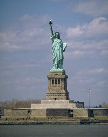 lade stile liberty liberty island island new york united states