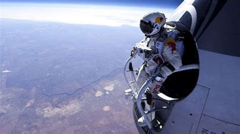 space dive the technology the bull stratos stunt dive
