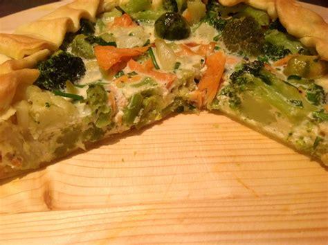 come cucinare i broccoletti di bruxelles torta salata con calvolfiore cavolini broccoletti e salmone