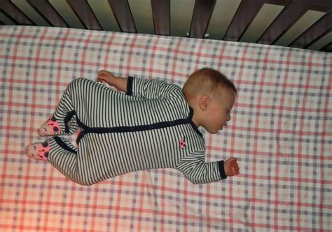 best way for baby to sleep in crib best way for baby to sleep in crib daily duino