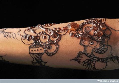 the dangers and side effects of henna tattoos andrea