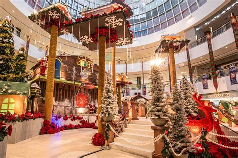 photos says top 10 must selfie christmas mall