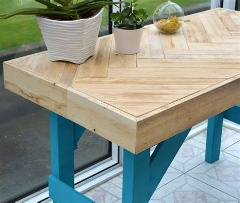 diy wooden table made with pallet wood lovely greens