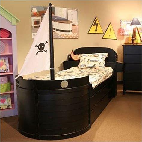 pirate bedrooms ideas pirate theme cool kid bedroom ideas kid s room pinterest