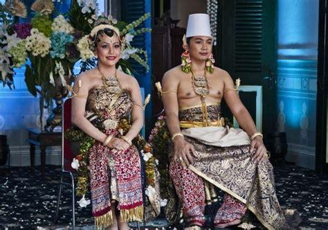 Golden Princess Ori By Ratu foto gkr hayu dan kph notonegoro saat duduk di pelaminan foto 20 dari 27