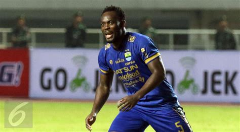 marquee signing michael essien hails persib fans