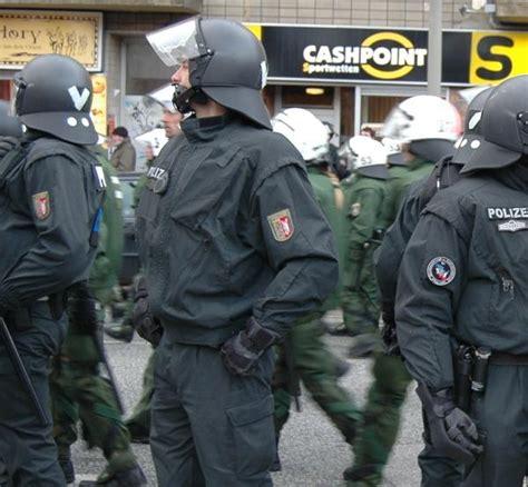 Bewerbung Polizei Schleswig Holstein 2016 De Indymedia Org Polizeigewalt In Hamburg