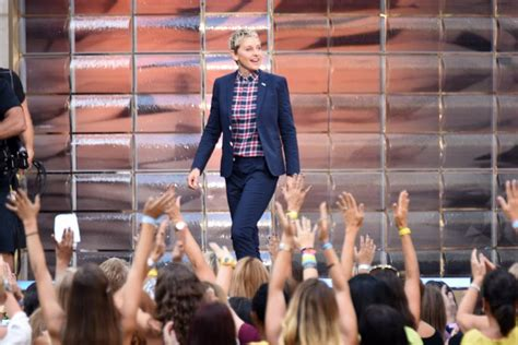 ellen degeneres app ellen degeneres hot hands app new game available for ios