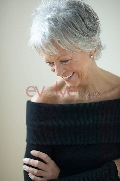 hairstyles to soften an aging face 25 beautiful going gray gracefully ideas on pinterest