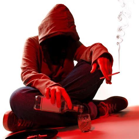 imagenes tristes de hombres solos si tu adolescente bebe solo