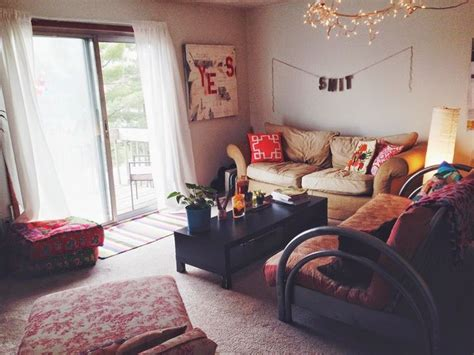 picture of womens small apartment at christmas 25 best ideas about college apartment decorations on college apartment bedrooms